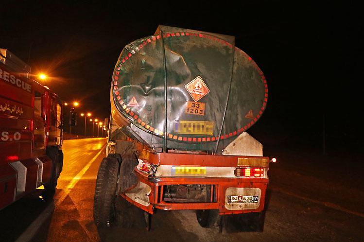 برخورد کامیون با تریلی حمل سوخت گازوئیل در محور نیشابور- مشهد
