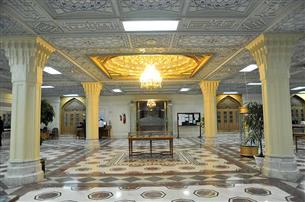 نمایشگاه کتابهای خارجی اسلام و مسیحیت در آستان رضوی