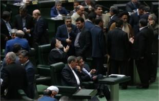 آخوندی از مجلس رای اعتماد گرفت