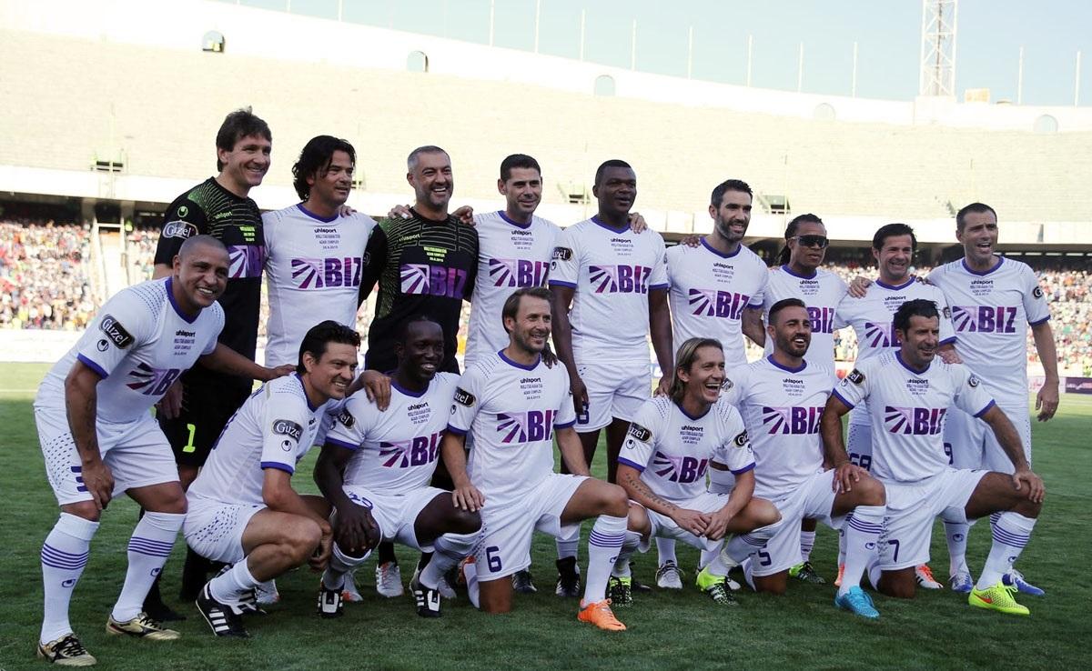 ستاره های فوتبال جهان در آزادی پا به توپ می شوند
