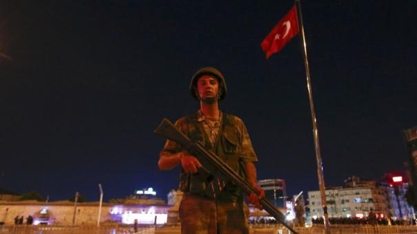لحظهبهلحظه از کودتا در ترکیه/ارتش، قانون اساسی را تغییر داد