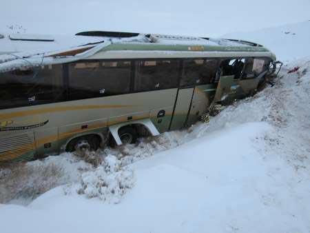 4 مصدوم در واژگونی اتوبوس در محور بردسکن به سبزوار