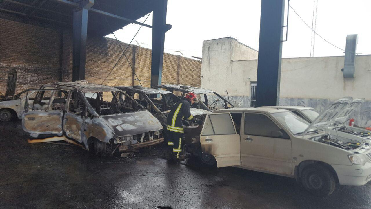 حریق 10 دستگاه خودرو در پارکینگی در حاشیه شهر مشهد