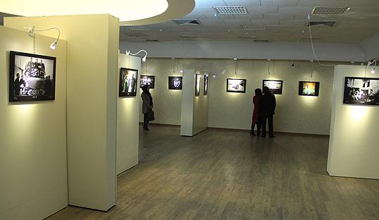 نمایشگاه پوسترهای انقلابی در نگارخانه رضوان مشهد