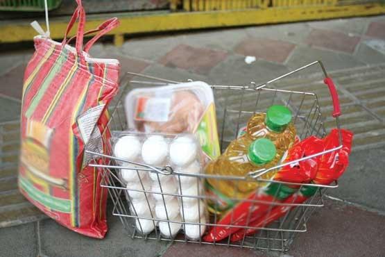 توزیع مواد غذایی بین نیازمندان مشهدی