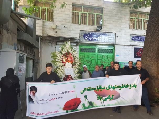 رهبر معظم انقلاب به خانواده شهدای کن قرآن هدیه دادند+عکس
