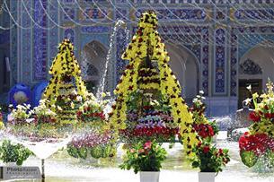 گلآرائی حرم مطهر رضوی با 70 هزار شاخه گل