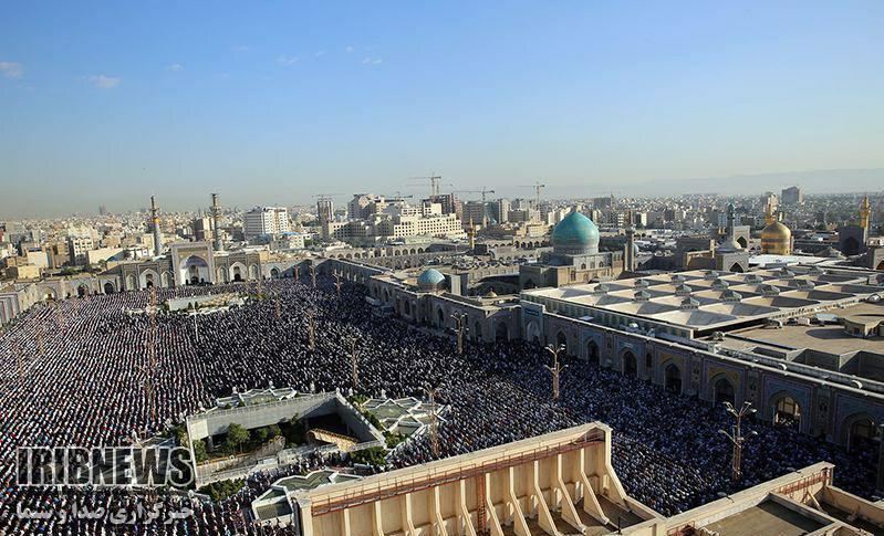 اقامه نماز عید سعید فطر در حرم رضوی به امامت آیتالله علمالهدی