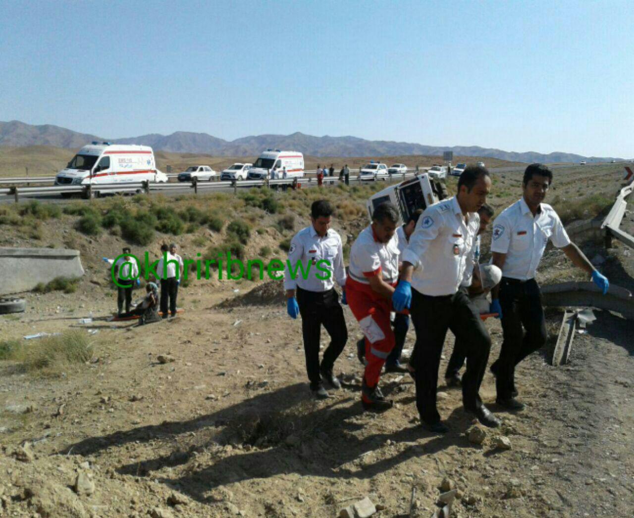وخامت حال یک کودک 4 ساله از مجروحان حادثه واژگونی اتوبوس اصفهان-مشهد
