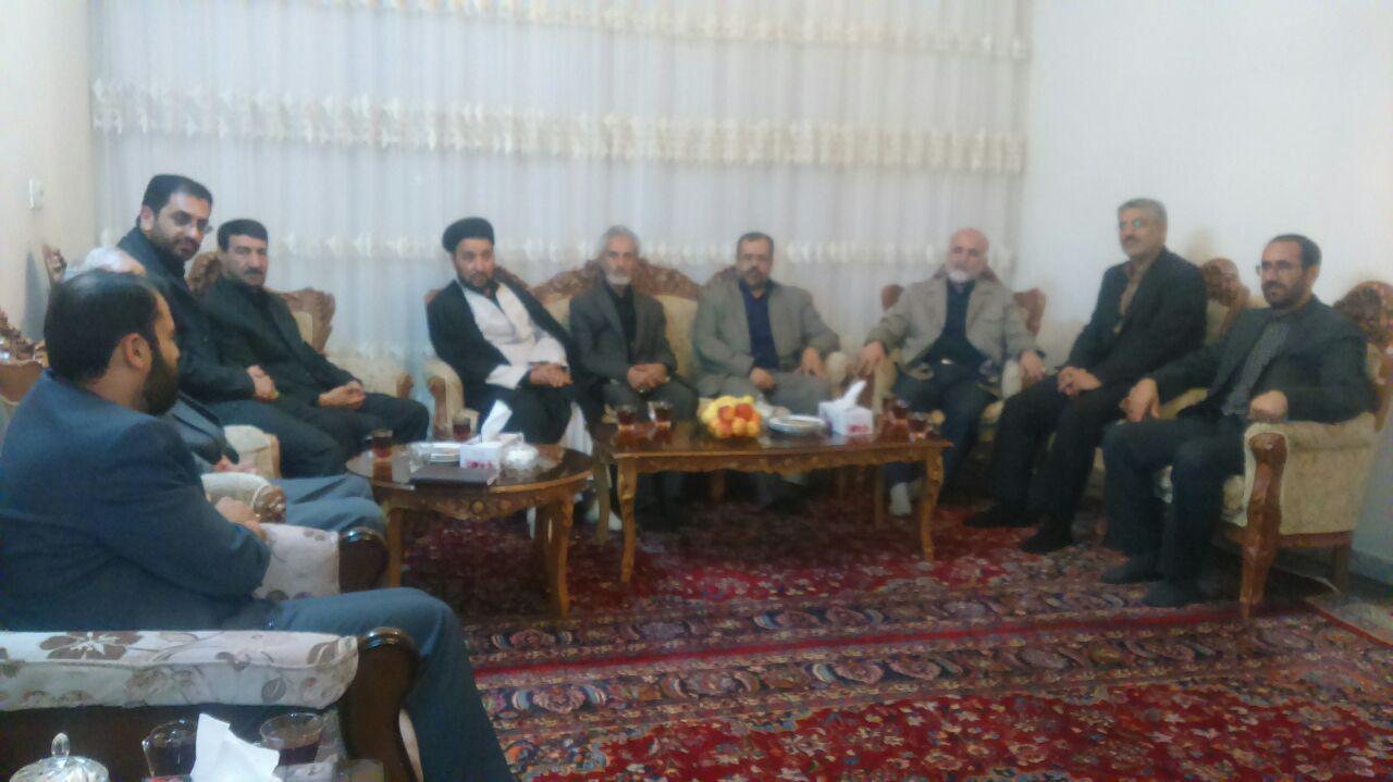 دیدار جمعی از مسولان دستگاه های اجرایی خراسان رضوی با خانواده دو شهید امر به معروف و نهی از منکر