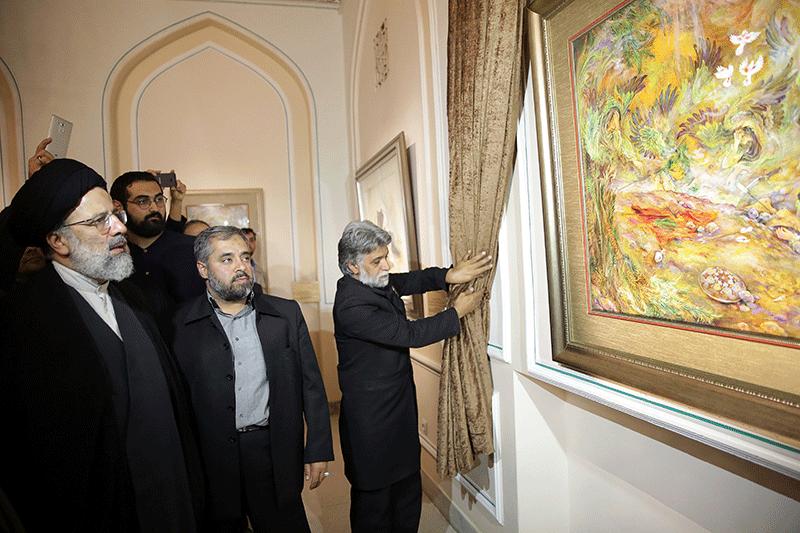 رونمایی از نگاره اهدایی استاد فرشچیان در موزه آستان قدس رضوی
