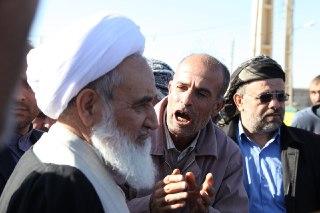 بازدید امام جمعه کرمانشاه از مناطق زلزلهزده استان