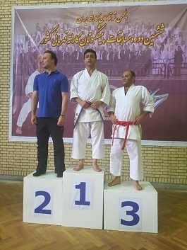 کهگیلویه و بویراحمد؛ قهرمانی معلم دهدشتی در مسابقات کاراته کشور