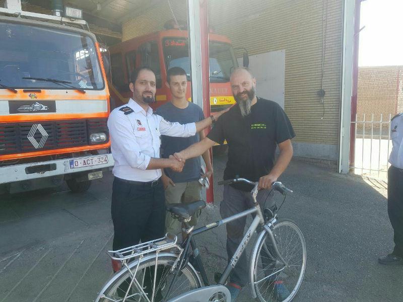 اهدای یک دستگاه دوچرخه از سوی گردشگران بلژیکی به ماموران آتشنشانی بردسکن