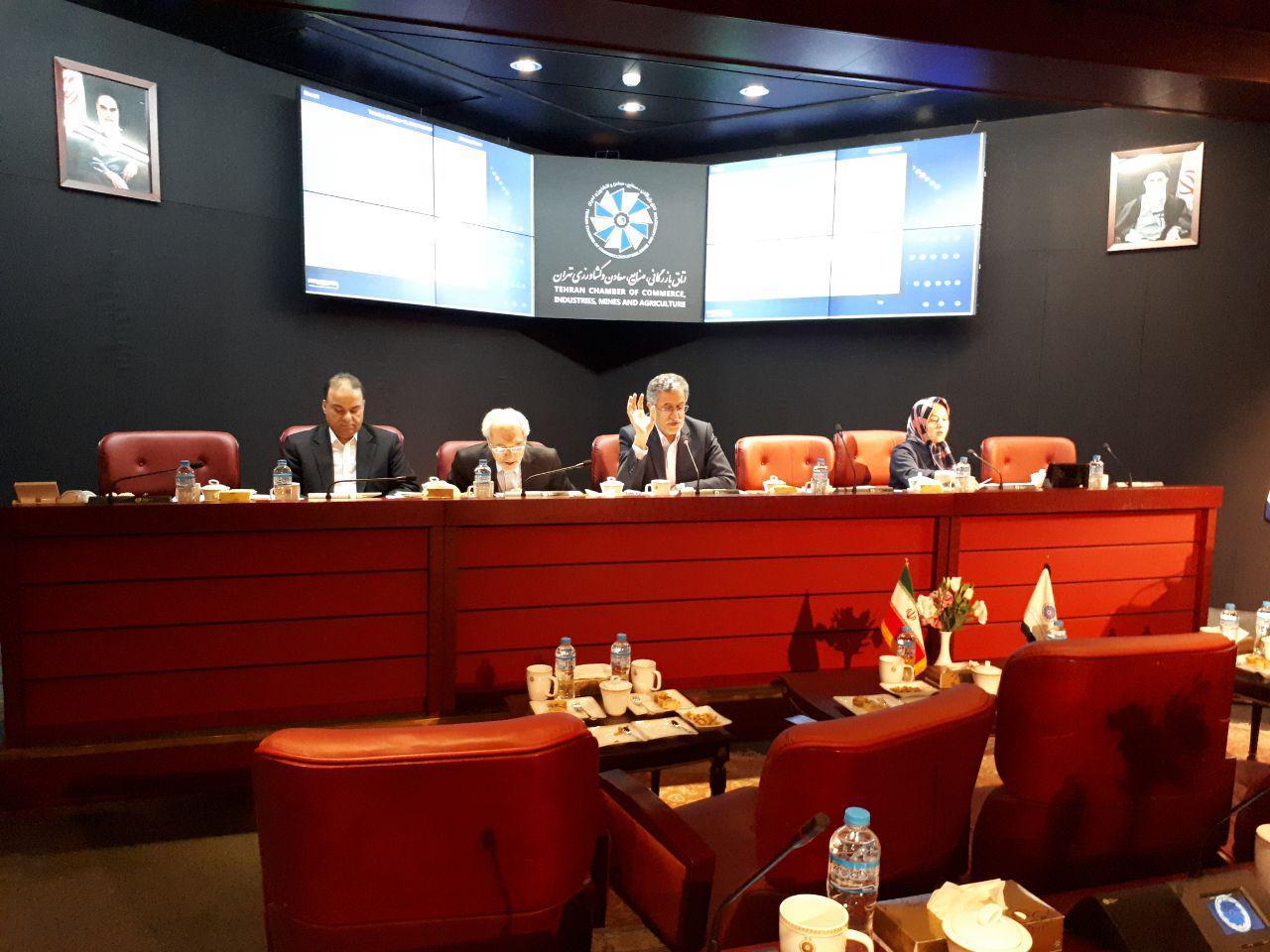 در نشست هیئت نمایندگان اتاق تهران؛ یارانه سوخت به جای خودروها به مردم داده شود