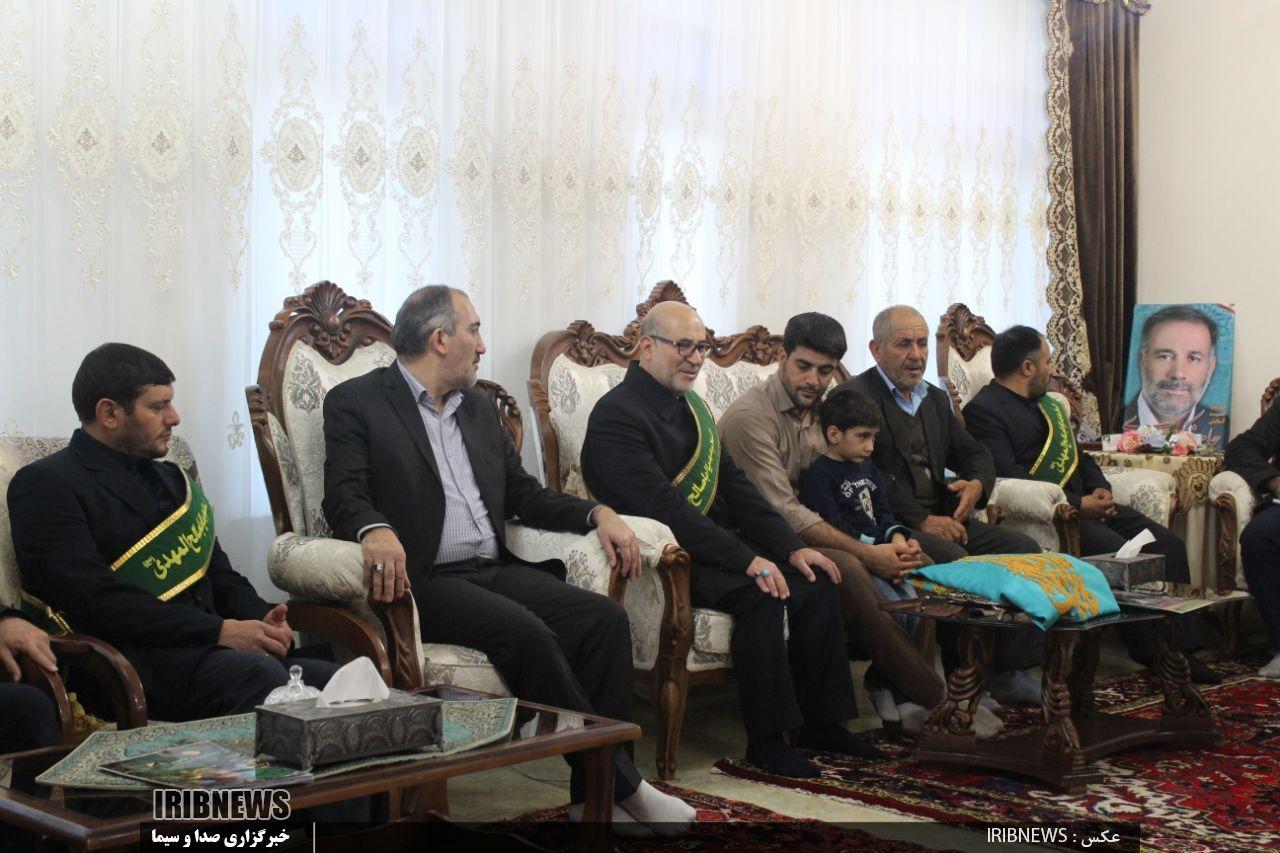 خادمان مسجد جمکران در منزل شهدای مدافع حرم تبریز