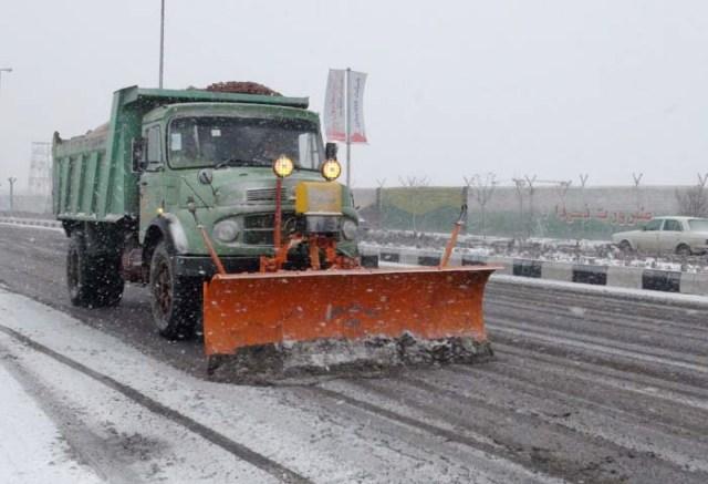 برف روبی خیابانها و معابر عمومی مهاباد