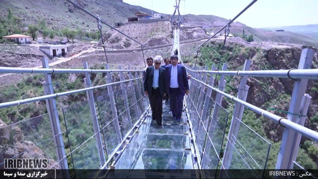 هیر مراحل نهایی ساخت پل تمام شیشهای