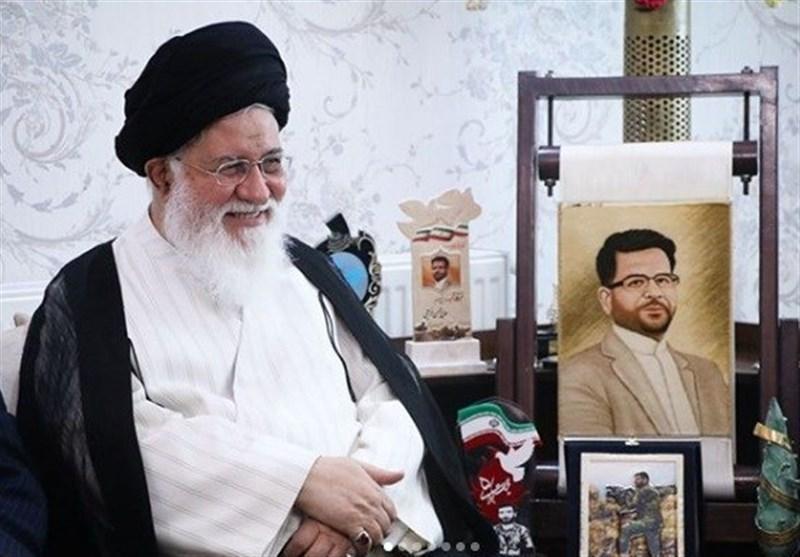 دیدار امام جمعه مشهد با خانواده خبرنگارشهید خزایی