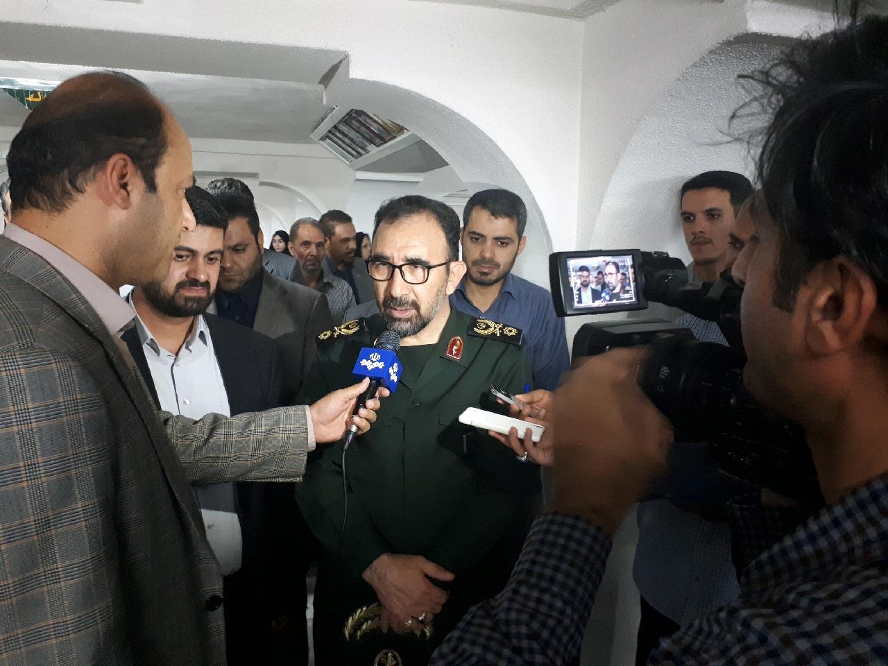 جمعی از اهالی بسیج رسانه روز خبرنگار را در حرم امام رضا (ع) گرامی داشتند