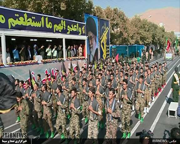 رژه نیروهای مسلح فارس در شیراز