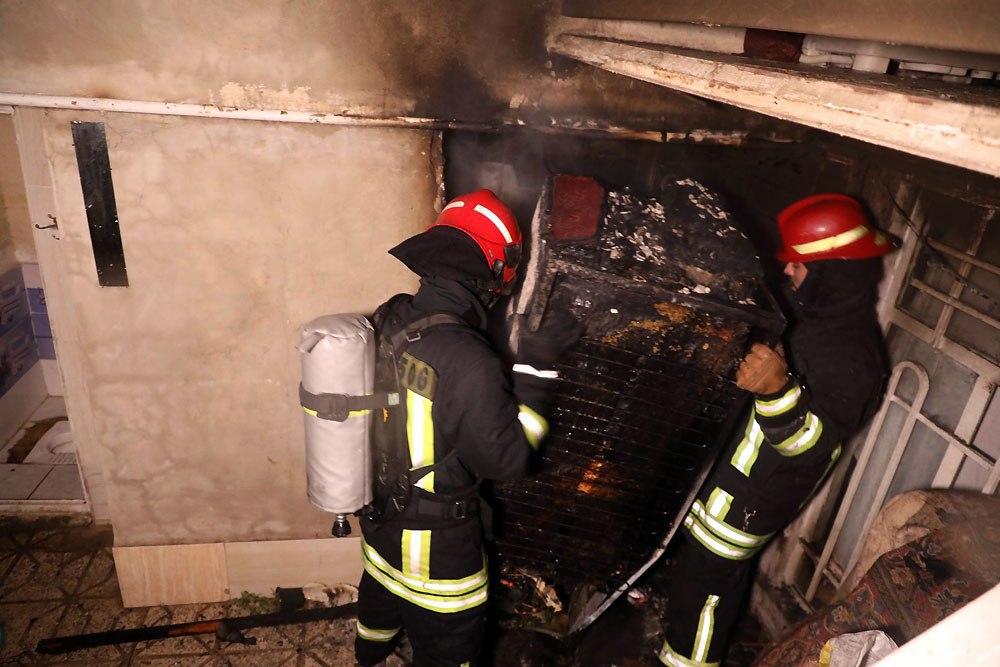 نجات ۴ نفر از میان شعله های آتش با جانفشانی مرد همسایه