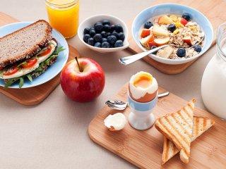 چگونه صبحانه وزن را بالا میبرد؟