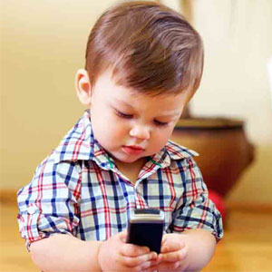 چه کار کنیم کودکان به موبایل وابسته نشوند؟