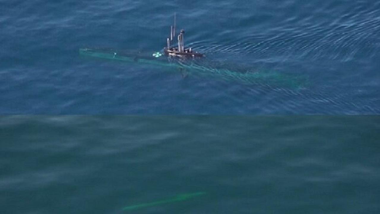 شلیک اژدر از زیردریایی بومی فاتح در رزمایش اقتدار دریایی 99 نداجا