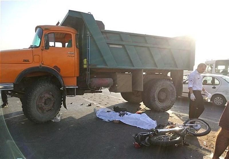 مرگ راکب موتور سیکلت بر اثر تصادف با کامیون