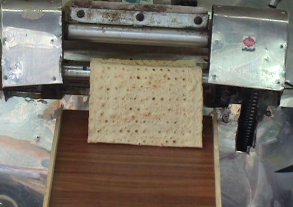 پخت و توزیع نان رایگان