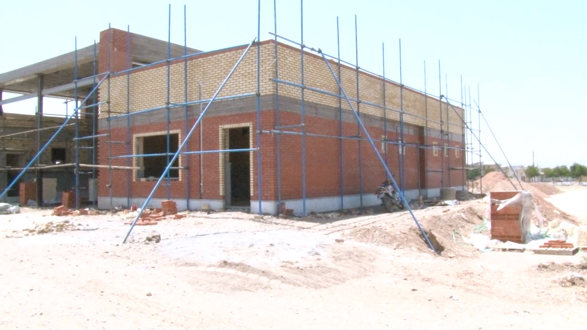 محمد رضا شفیعی شهردار وزوان :مرحله اول ساختمان آتش نشانی شهر وزوان با بیش از ۸۰ درصد پیشرفت فیزیکی در حال ساخت است.