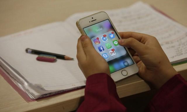 ترک عادت استفاده از گوشی در کودکان