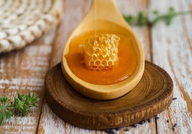 فواید فوق العاده آب و عسل