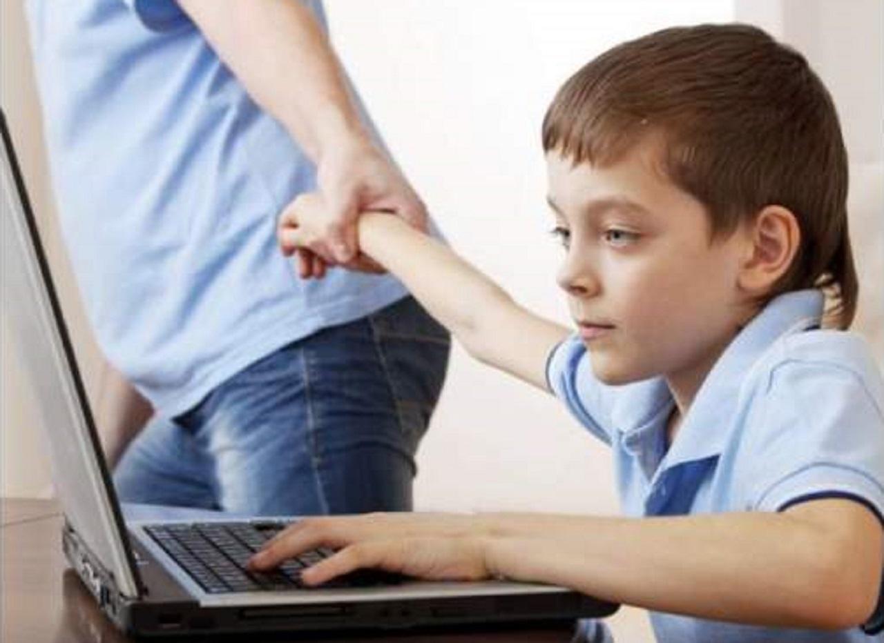 آسیبهای فضای مجازی برای کودکان