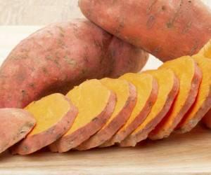 با این خوردنیها دیرتر پیر شوید!
