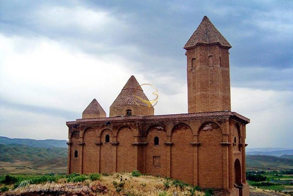 مرمت و اجرای دیوار حائل کلیسای تاریخی سُهرل