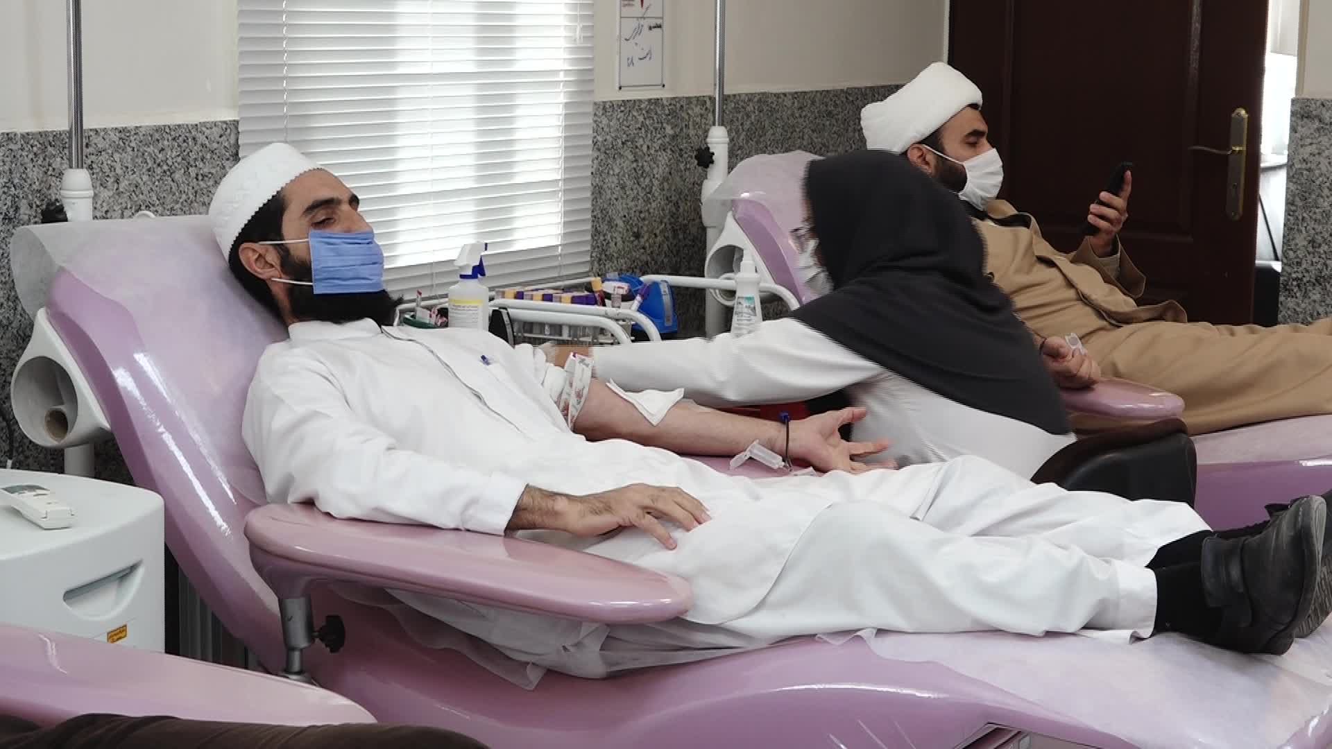 اهدای خون ۲۰ نفر از طلاب و روحانیان خراسان جنوبی
