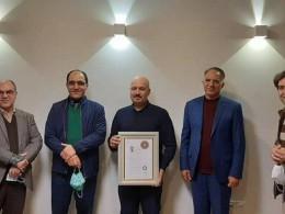 اهداء گواهینامه درجه یک هنری به آقای مهرداد اسکویی