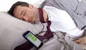 چرا نباید با زنگ گوشی بیدار شد؟