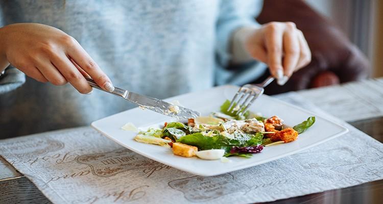 بدترین عادتهای غذایی خانمها