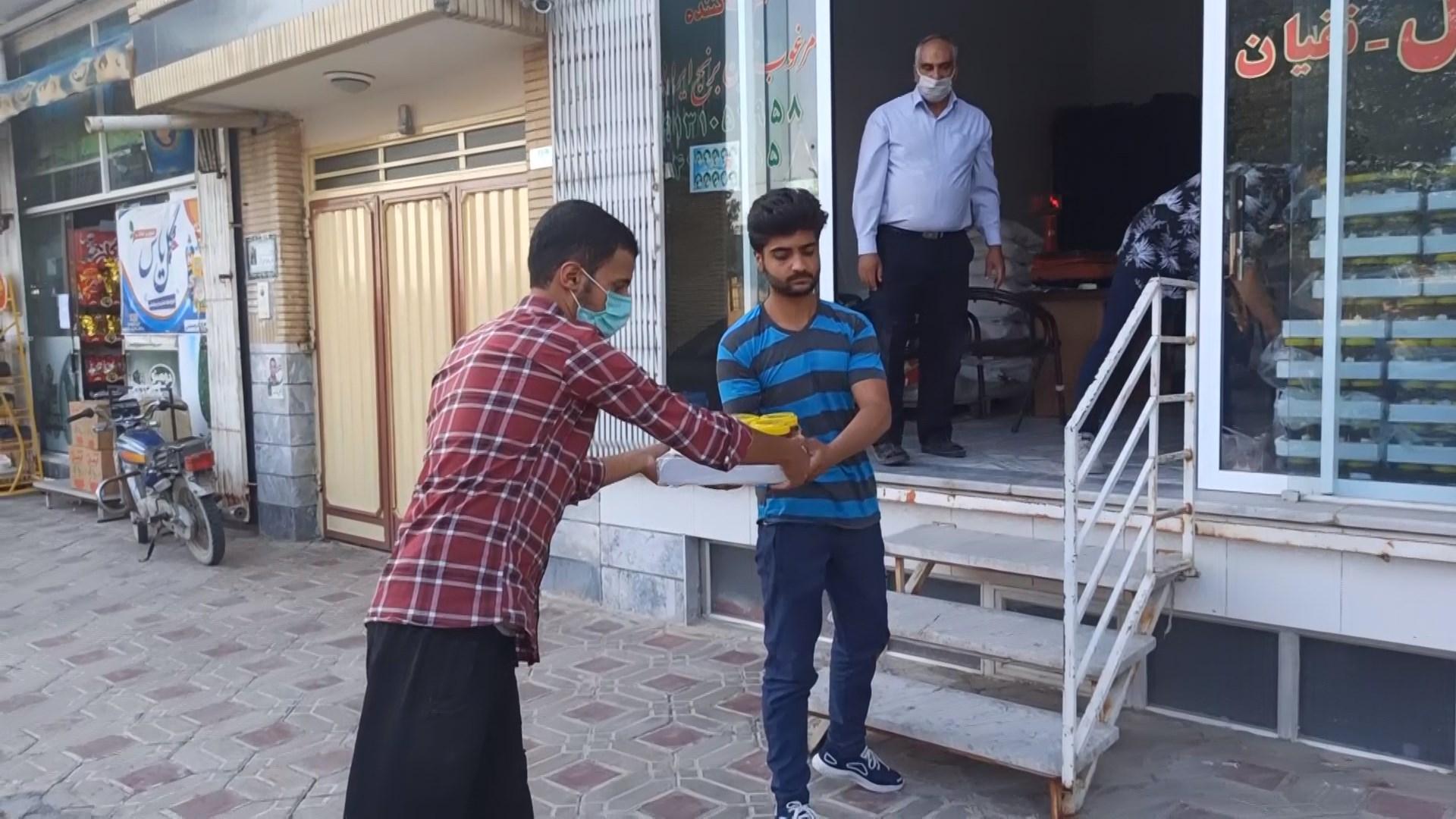 محمد رضا  نقیان مسئول ستاد غدیر :توزیع عسل میان نیازمندان شهر وزوان