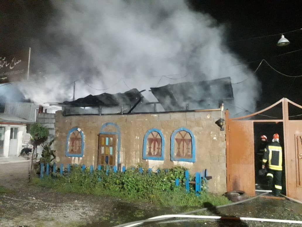 آتش گرفتن یک کافه سنتی در رشت