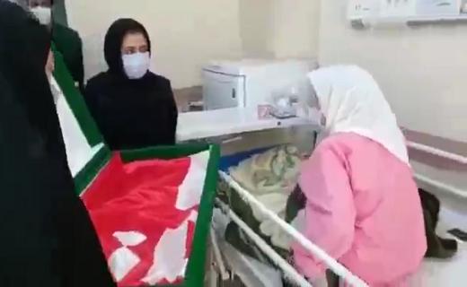 پرچم بارگاه منور سید الشهدا بر بالین بیماران قزوینی