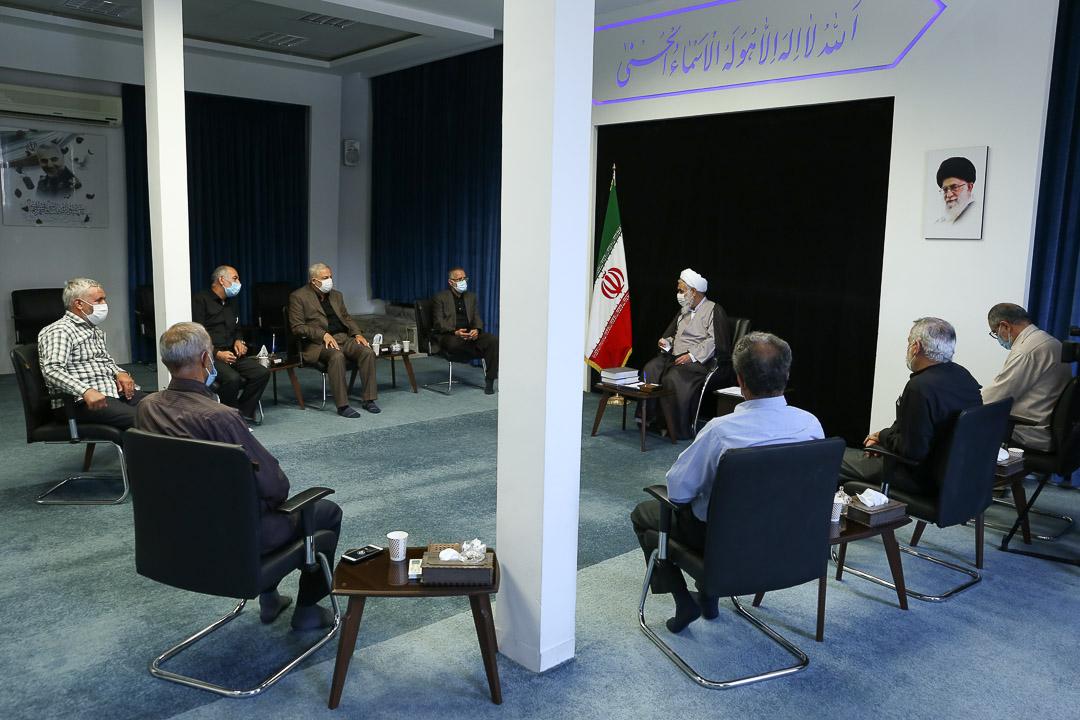 دیدار جمعی از آزادگان با نماینده، ولی فقیه در استان قزوین
