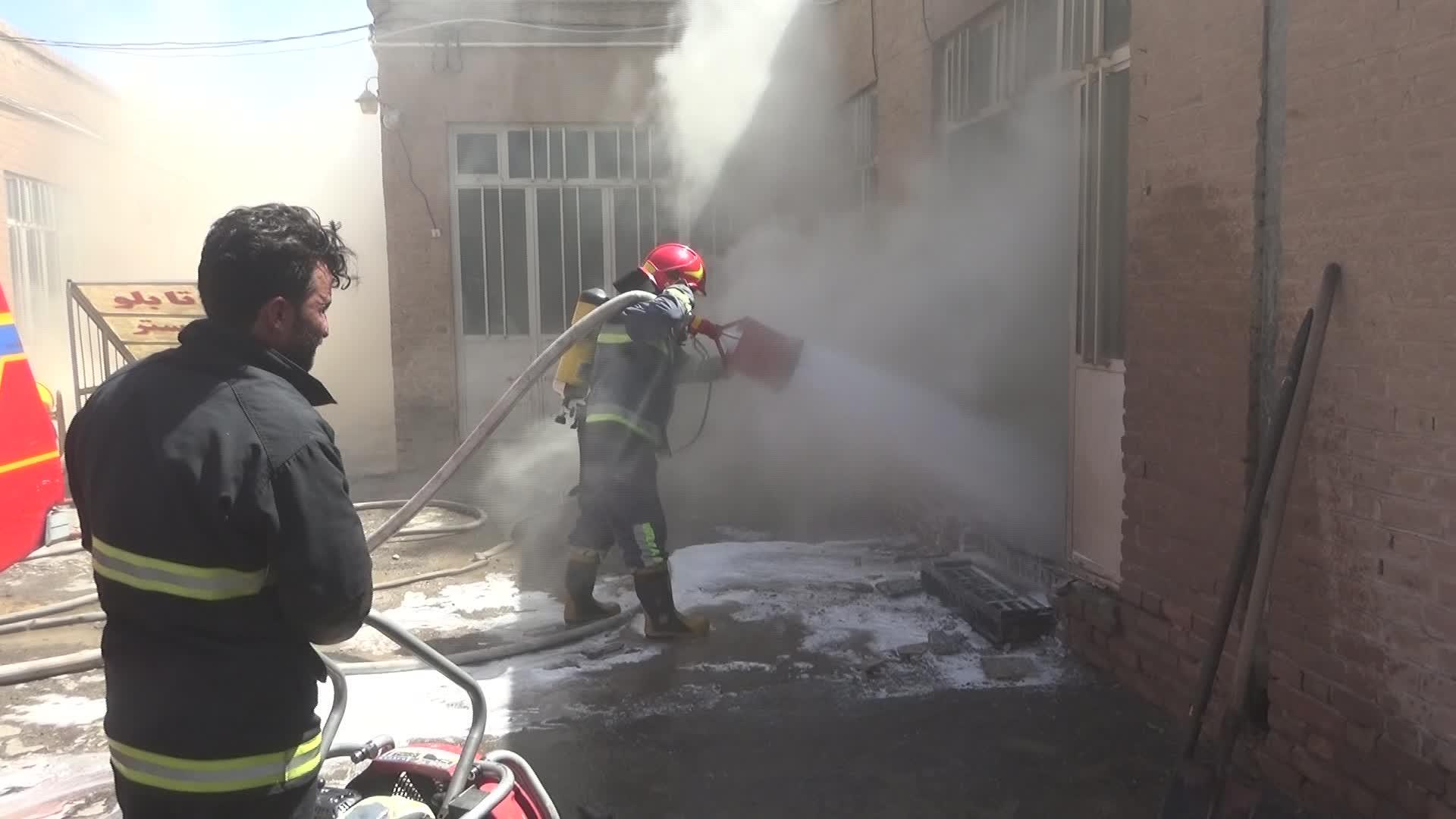 مهار آتش سوزی در بازار بیرجند