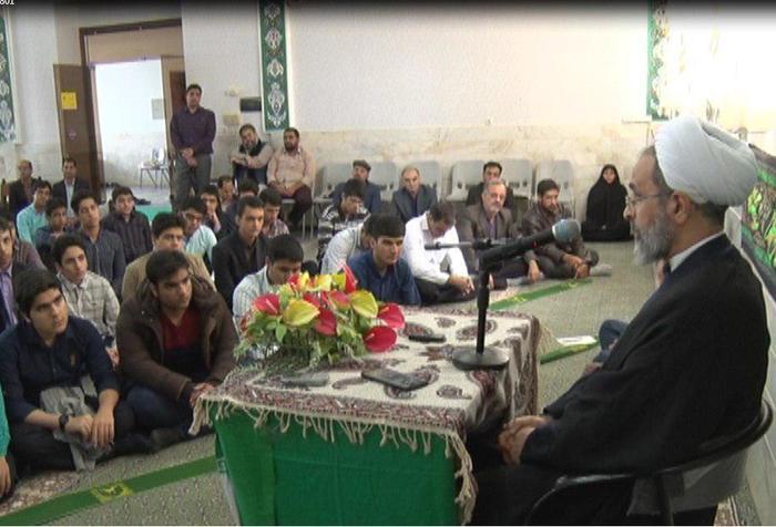 امام جمعه میبد در جمع دانش آموزان استعدادهای درخشان این شهرستان