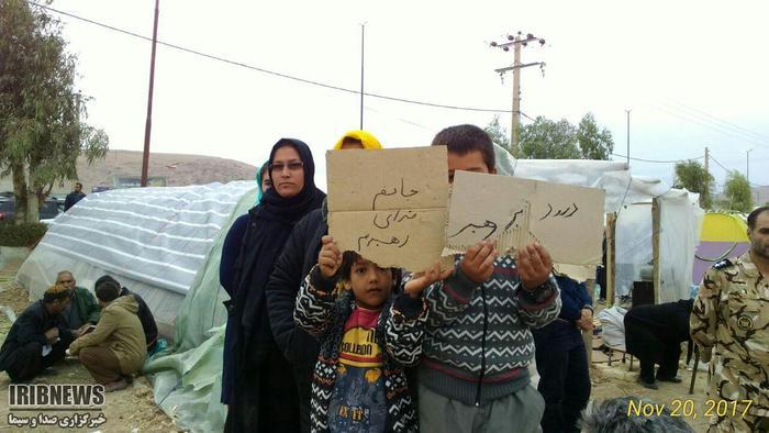 استقبال مردم زلزله زده سر پل ذهاب از رهبر معظم انقلاب
