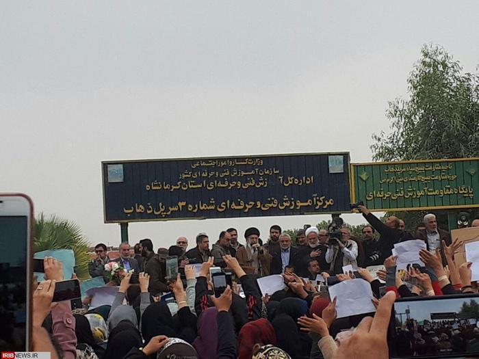 تصاویر حضور رهبر انقلاب در جمع مردم سرپل ذهاب