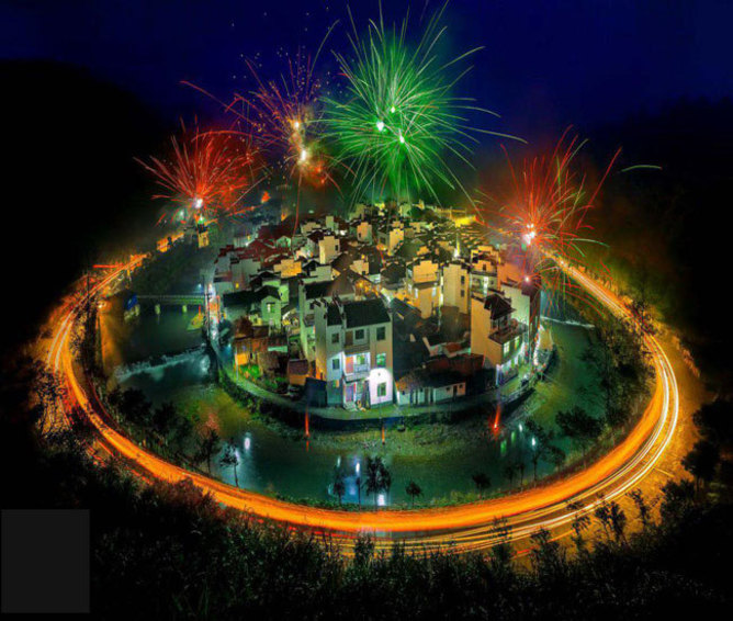 تصویر برداری به روش نوردهی طولانی از آخرین روز جشن های سال نوی چینی در روستای جوجینگ -  چین
